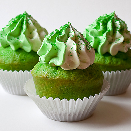 picture close up of green velvet cupcakes