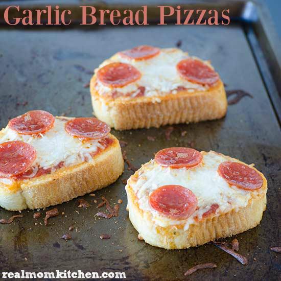 Garlic Bread Pizzas | realmomkitchen.com