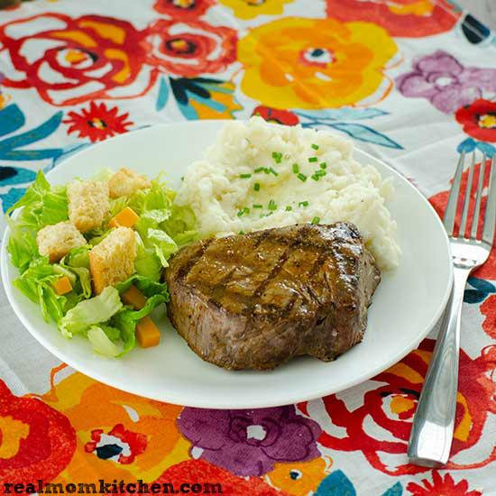 Texas Roadhouse Steak Seasoning | realmomkitchen.com